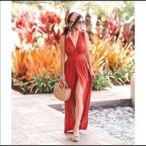Dresses & Skirts - BooHoo Maroon Maxi Dress. Size 0 *NWOT🥰